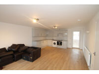 Newly refurbished spacious penthouse with 4 double bedrooms & massive roof terrace in Islington N7