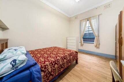 SYDENHAM, CLOSE TO TRAIN STATION, LARGE PRIVATE BEDROOM FOR LEASE