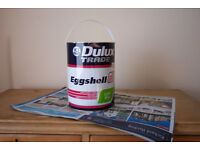 5 litre tin of Dulux Trade Magnolia Eggshell