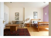 SHORT TERM LET: (Ref: 513) Edinburgh City Centre, 1 bedroom flat on Queen Street!