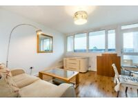 Spacious 3 bed flat.Looking over beautiful views.1 Mins walk to Phipps bridge tram /Morden Hall Park