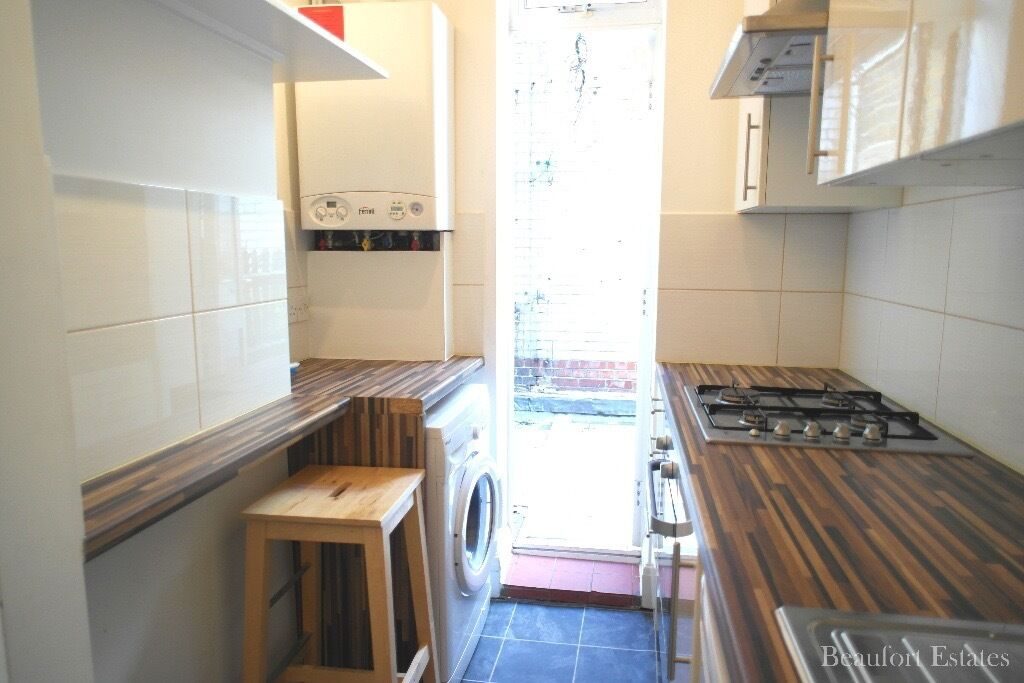 FANTASTIC 2/3 BEDROOM FLAT WITH PATIO IN KENTISH TOWN *AVAIL NOW*