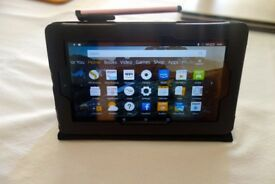 Amazon Fire 7 Tablet 16gb, 5th Generation, with case and charger