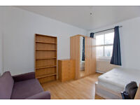 FANTASTIC EXTRA LARGE DOUBLE ROOM NEAR LIVERPOOL STREET & CITY AVILABLE FOR RENT IN ZONE 1/2