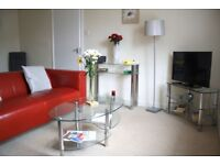 Walkers Court Fully Equipped Flat, Central Cirencester. Sleeps 6