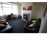 Mid Terrace House - Newly Decorated - 5 Mins From Uni And Town - Newsome Road, Newsome, HD4