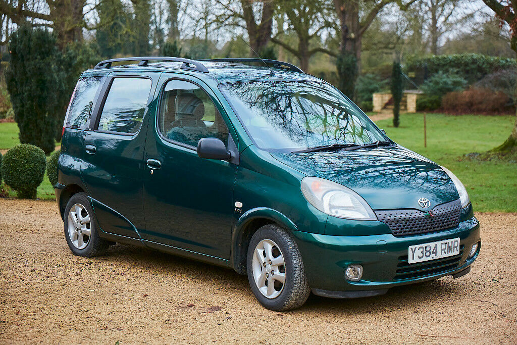 toyota yaris verso automatic air con 6 months mot 29995. Black Bedroom Furniture Sets. Home Design Ideas