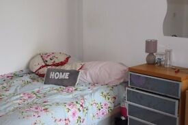 Huge room available now for friends or couples W9 Maida Vale