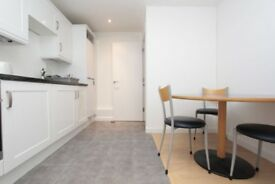 Rooms for rent in 3-bedroom flat in Beckton