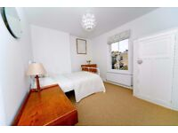 Large bright room for rent in family home. Tooting Furzedown. £490pm