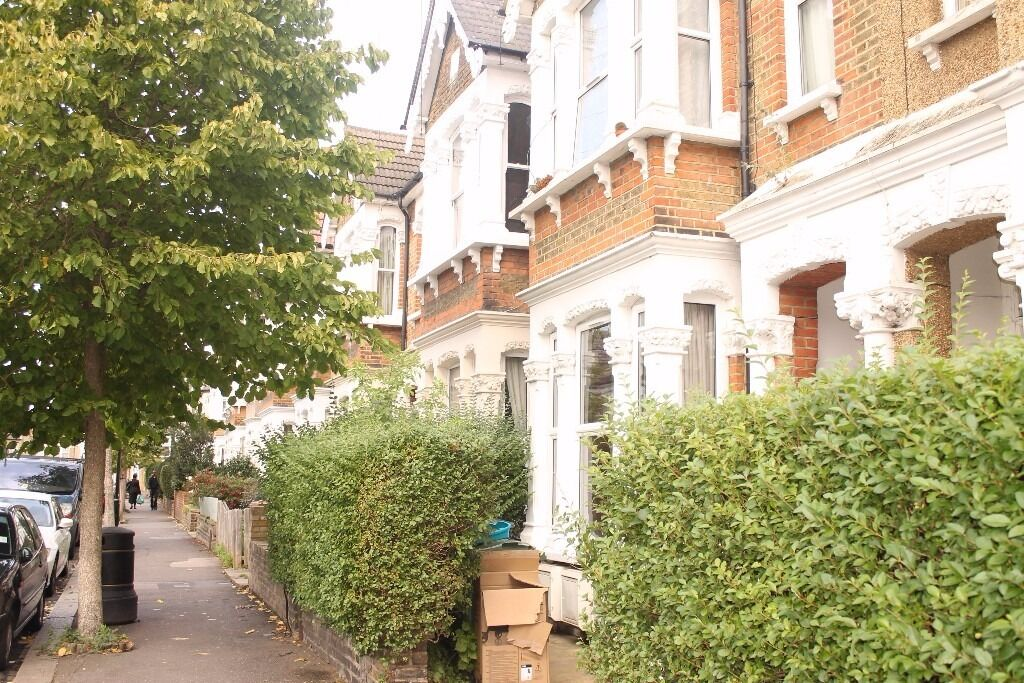A BEAUTIFULLY PRESENTED GROUND FLOOR STUDIO FLAT IN THE HEART OF WALTHAMSTOW!