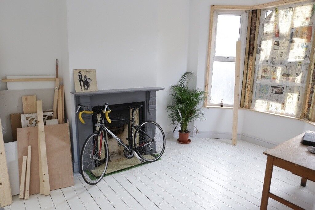 Gorgeous room for a couple in amazing 2 bed garden flat all bills inc