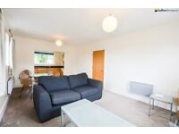 Bethnal Green Top Floor One Bedroom Flat - Perfect for a Couple Looking Space and Good Location