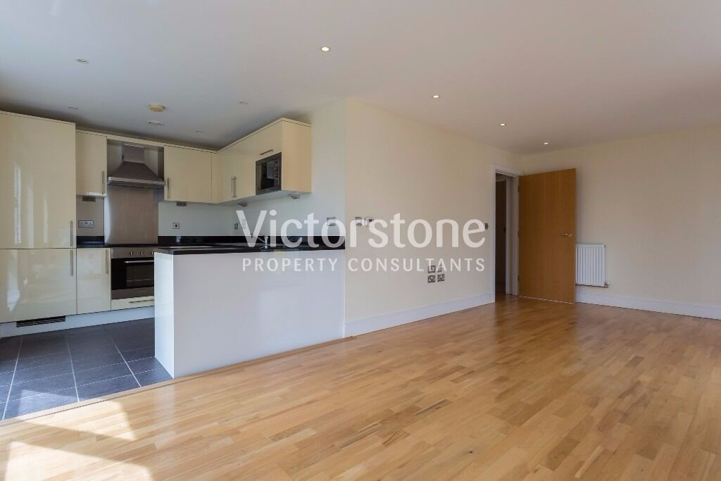 STUNNING 3 BEDROOM 2 BATHROOM APARTMENT CONCIERGE IN THE HEART OF CANARY WHARF