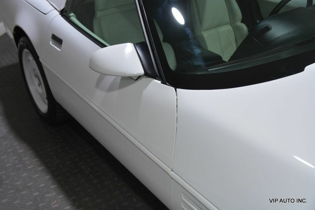 1993 White Chevrolet Corvette Convertible    C4 Corvette Photo 9