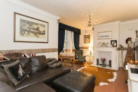 A Spacious Three Bedroom Apartment - Greenwich SE10 *ENQUIRE TODAY*