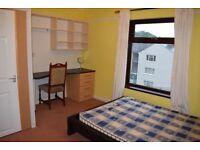 4 Bedroom House in Bangor - Fully furnished + garden + car park
