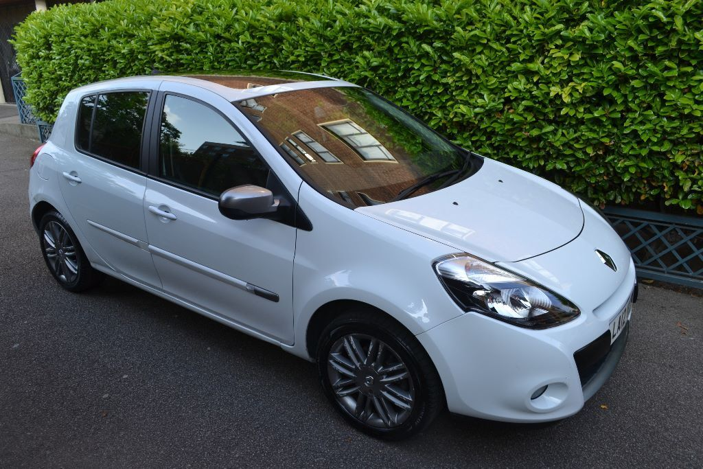 2012 renault clio hatchback 5 door 1 2 tce 100 dynamique tomtom 5dr 1 owner mileage. Black Bedroom Furniture Sets. Home Design Ideas