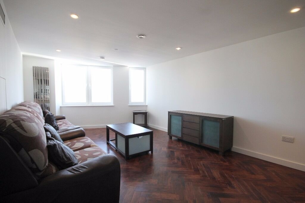 Fantastic Views, Gym, Porter, Great Location, Brand New, Many Features, Spacious Bright