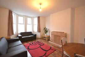 A modern 3 bedrooms flat to rent in Acton with private garden.