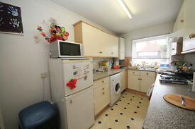 LARGE ONE BEDROOM APARTMENT WITH SEPERATE KITCHEN