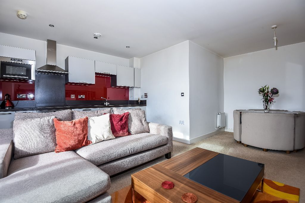Montreal House - A beautifully presented two bedroom apartment to rent in the popular Maple Quays