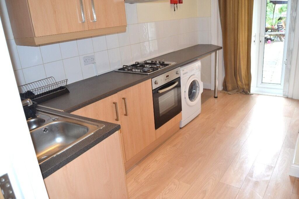 LOVELY 1 BEDROOM GROUND FLOOR GARDEN FLAT NEAR ZONE 2 NIGHT TUBE, TRAIN & BUSES