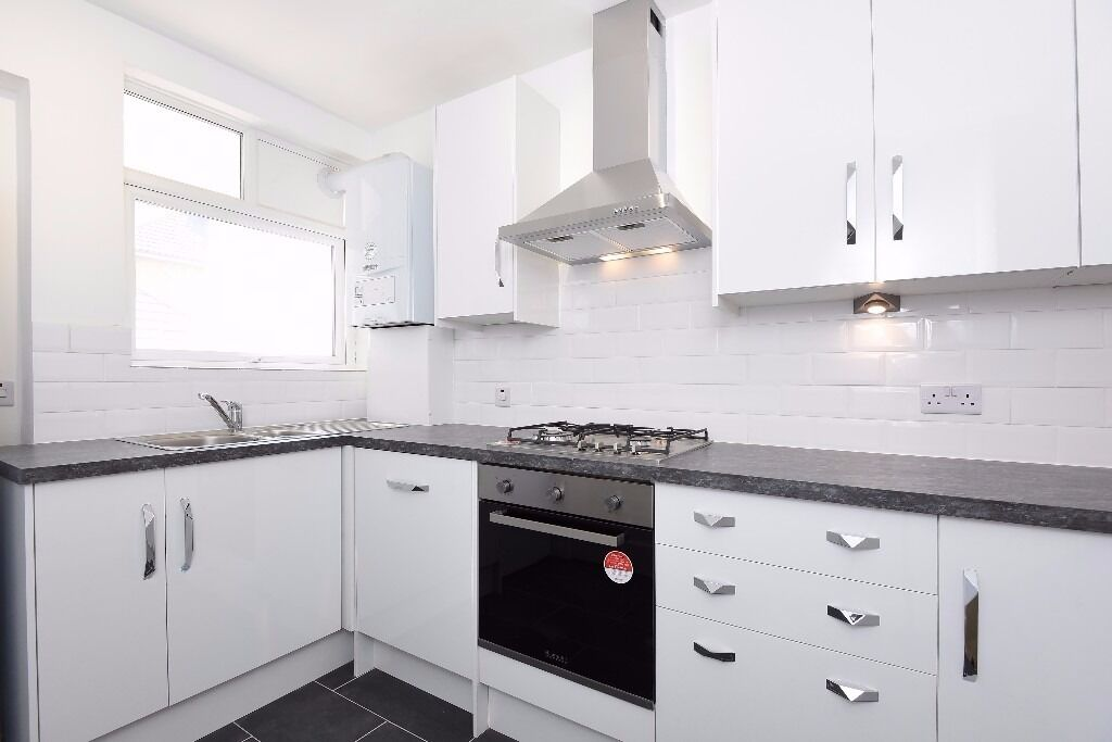 NEW!*Two good sized double bedrooms* fully fitted kitchen* Wood floors throughout*HAZELMERE