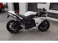 YAMAHA R1 BIG BANG ... WITH CARBON EXTRAS.. GREAT CONDITION. NEVER SKIPPED A BEAT ..