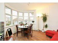 3 bedroom flat in Woodstock Avenue, Golders Green, NW11