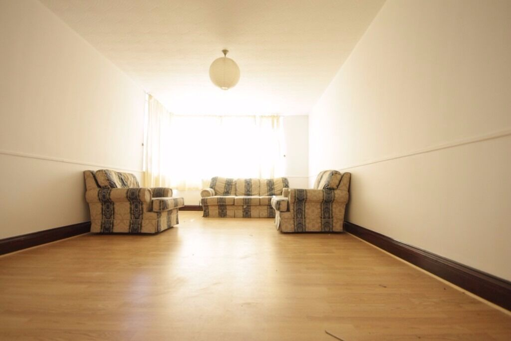 4 bed terraced house to rent in Kennington less then a 3 minutes walk to oval station!!!