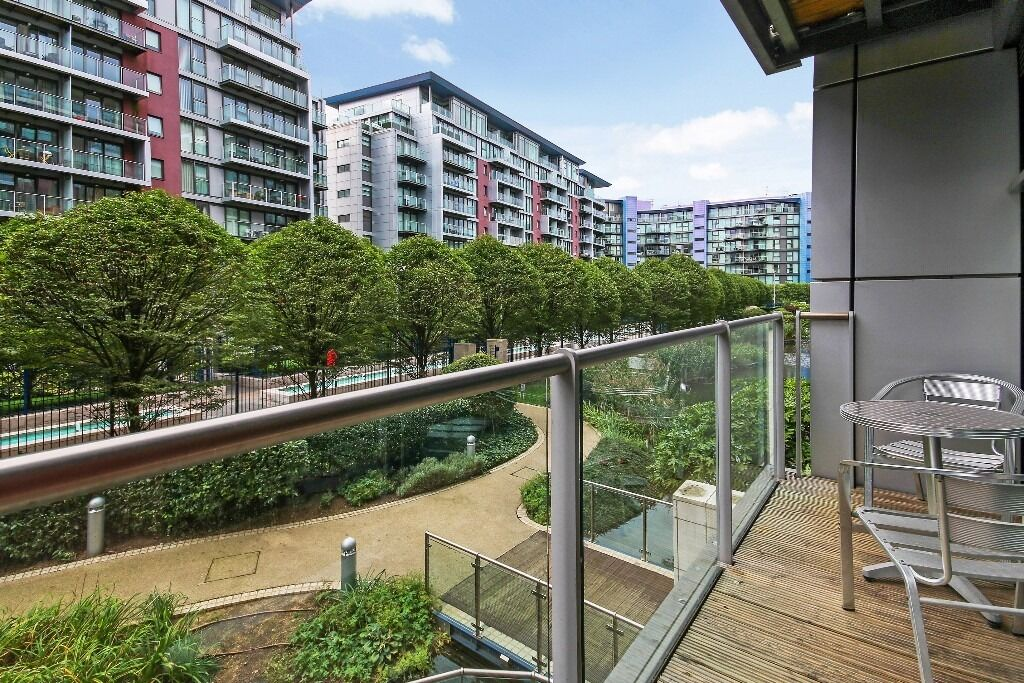 Spacious 2 bed with balcony in Battersea!