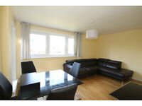 4 bedroom flat with a living room and terrace in Islington
