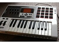 M-Audio Axiom AIR 25 HyperControl Keyboard with full DAW integration!