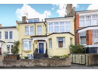 Two bedroom spacious and well presented period conversion flat to rent in sought after Woodland Rise
