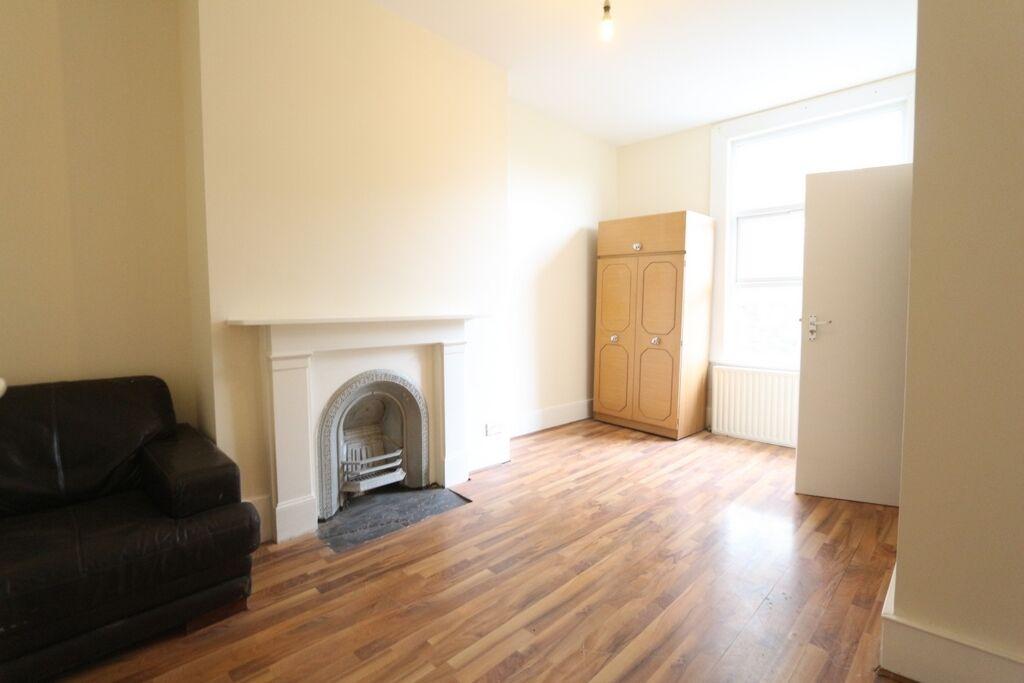 3 bedroom flat in Pembury Road, Tottenham, N17