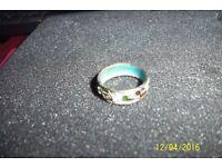 ladies vintage enamel spinner ring very decorative