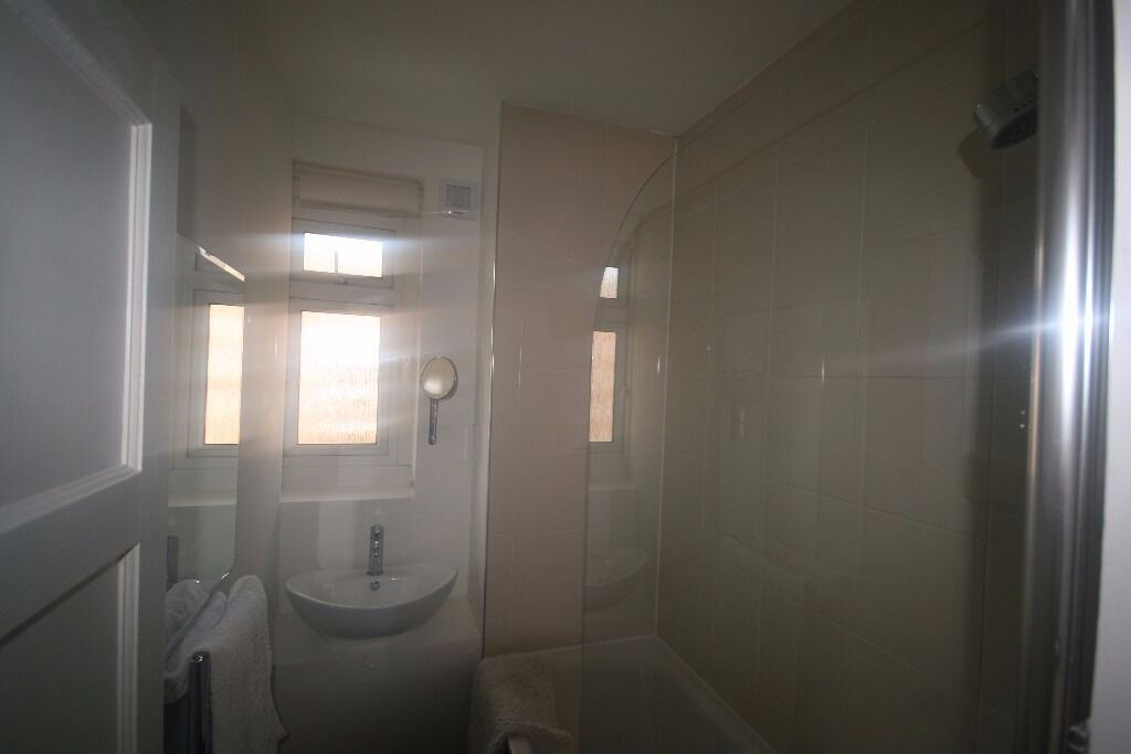 2 Bedroom Apartment - Oval - MUST SEE