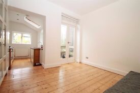 IMMACULATE STUDIO - HIGH SPEC - VERY SPACIOUS - BRIGHT + AIRY - NEXT TO CLISSOLD PARK
