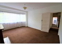 Spacious 2 Bedrooms Purpose Built First Floor Flat with Front and Back Communal garden--No DSS plz
