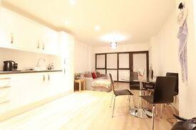 1 bedroom flat in Hobart Court, The Bourne, Southgate, N14