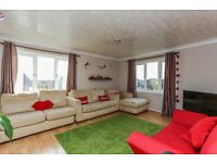 LOVELY AND SPACIOUS TWO BEDROOM FLAT WITH PARKING MINUTES FROM STATION