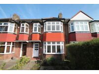 A well presented 3 bedroom house located close to shops, restaurants, bus routes & mainline station