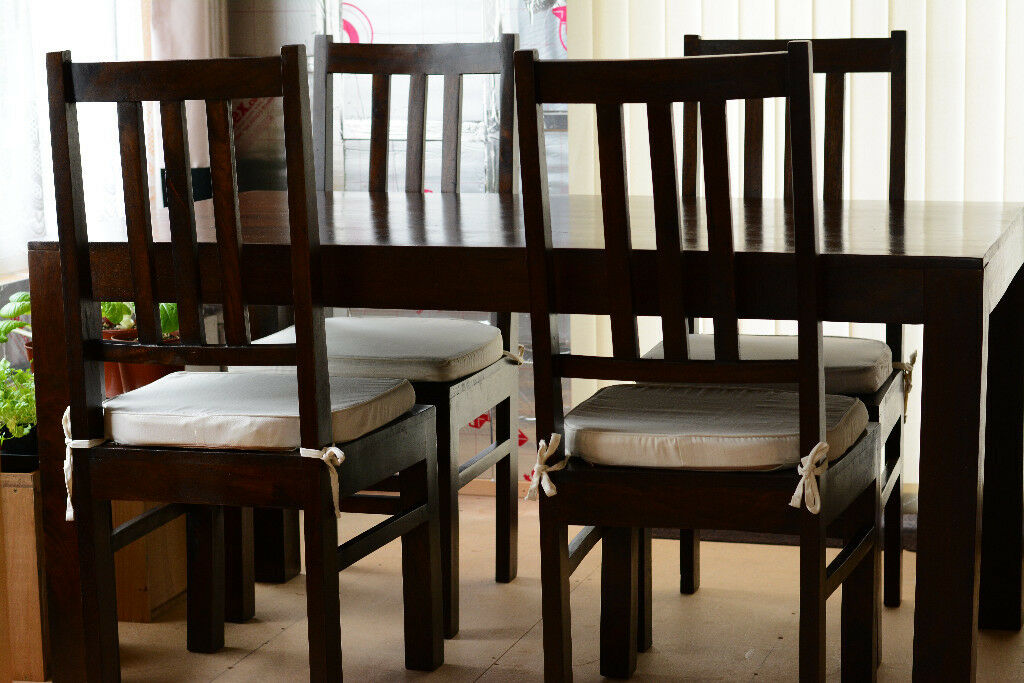 Dining Table And 4 Chairs With Cream Seat Cushions