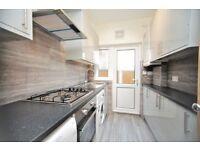 2 bedroom flat in Alexandra Road, Hendon, NW4