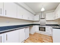 HIGH-SPEC 3 BEDROOM PROPERTY WITH 2 BATHROOMS WALKING DISTANCE TO LEWISHAM RAIL STATION -CALL NOW!