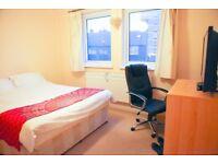 Luxury large room person/couple, 3 min Tube,Coffee Machine, Bit TV,Fibre Optic, EU,AU,CA preferred.