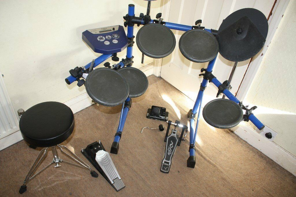 Roland TD6 Electronic Drum Kit including Manual, Stool and Sticks   in  Ealing, London   Gumtree