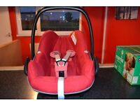 Maxi Cosi Pebble Car Seat in Robin Red and 2wayfix Isofix Base