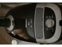 Miele S5211 2200W powerful vacuum cleaner with spare bags